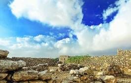 قرية القصار متحف مفتوح عن العهد الروماني تحرسه مزارع النخيل بعد أن هجرها أهلها