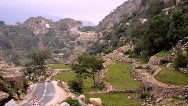"""جبال """"سلا"""" تحتفظ بماضيها العريق.. والزوار يستهدفون آثارها"""